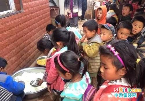 温暖传递丨七波辉携手免费午餐为四川学子献爱心