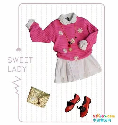 粉色针织毛衣搭配镂空花边领白衬衫