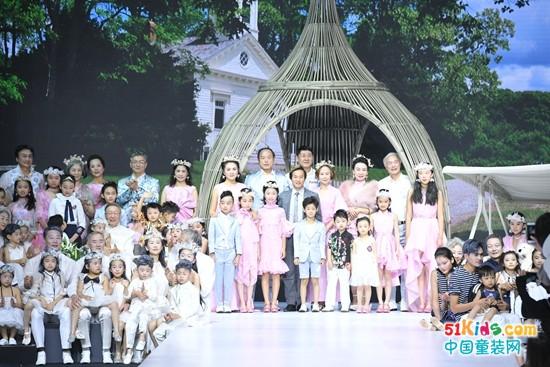 """孙海涛2017春夏品牌发布主题""""ANGEL FAMILY""""开创了""""家庭装""""品牌的新纪元"""