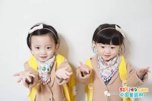 姐妹款的小发箍,就像两个可爱的小兔子!