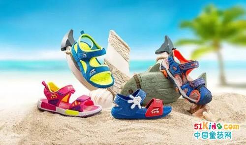夏日吸睛 七波辉沙滩鞋也能穿出新花样