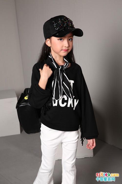 小孩可以穿黑色吗?黑色童装搭配