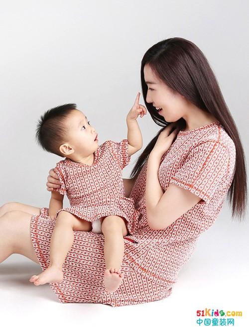 潮宝工场丨童装搭配推荐:大人和孩子一起做潮人