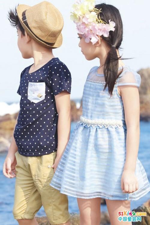 热辣夏日去海边,穿上森门童装戏耍旖旎风光