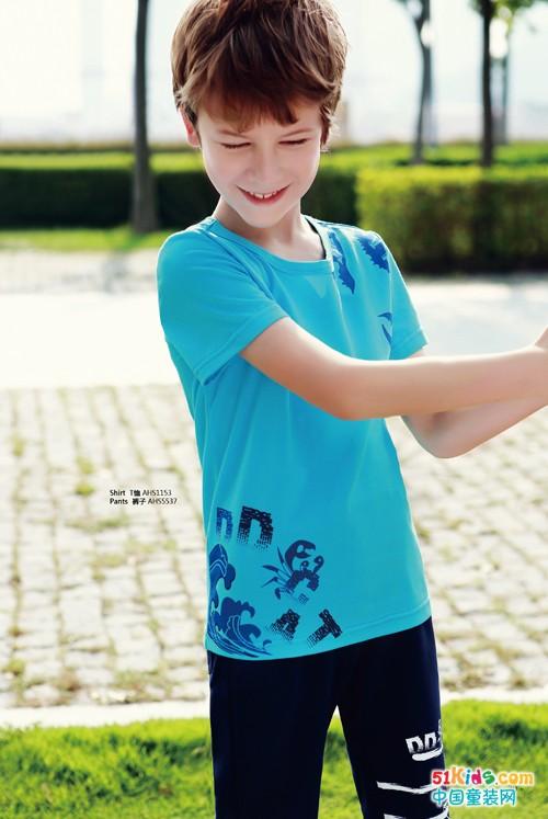 叮当猫童装:男童T恤短袖怎么搭配才能更帅气?