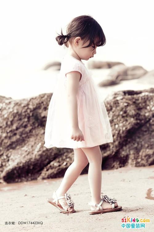 豆豆衣橱:小女孩夏季玩耍适合穿什么衣服?