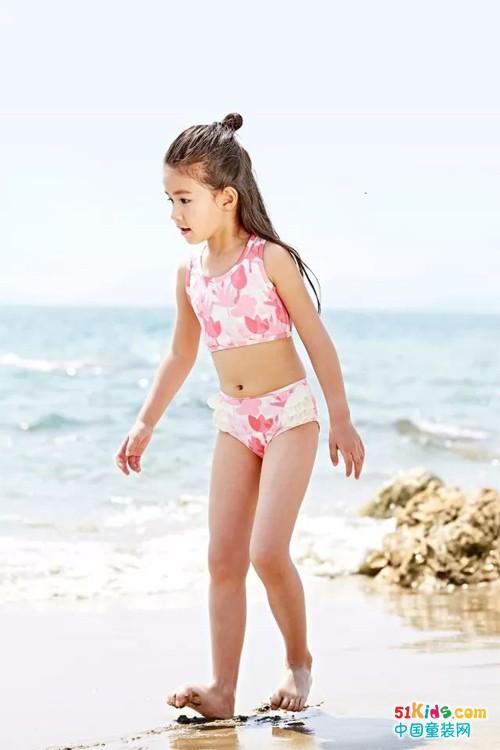 """就要穿上泳衣,扎进泳池清凉一""""夏"""""""