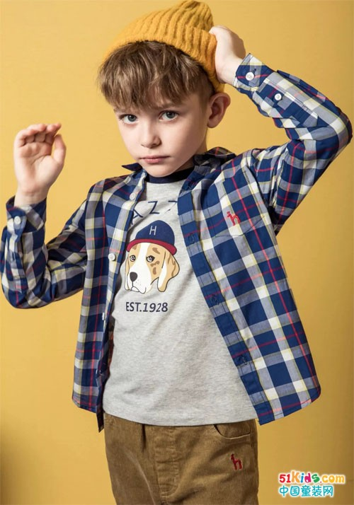 衬衫绝对是男孩子扮酷的法宝,不同的时期经典的衬衫总能更能够穿出