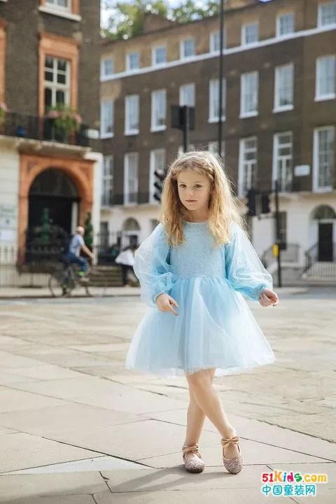 笛莎伦敦时装周街拍大片,带着期许,和你相遇