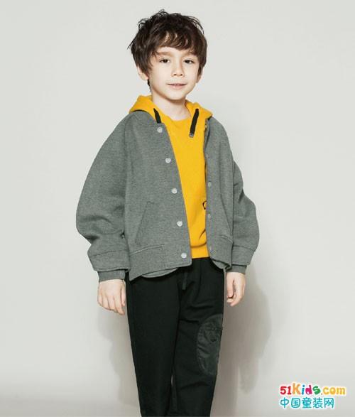 时尚小鱼童装丨换季了,还是要做自信的街头潮童