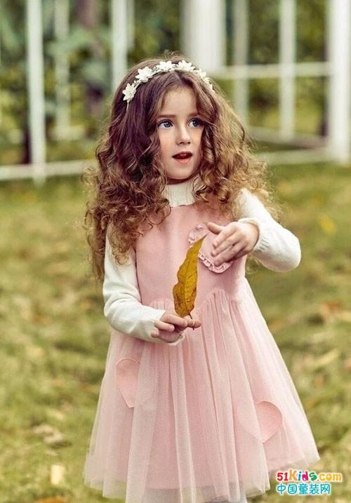 孩子保暖很重要,但是打扮自然也要费点心思了