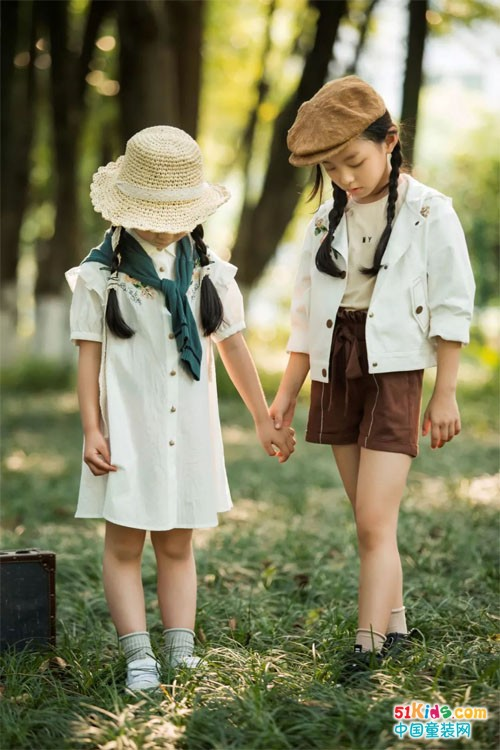DHAIII童装——这里有一片童话森林,这里的文艺满满都是爱…