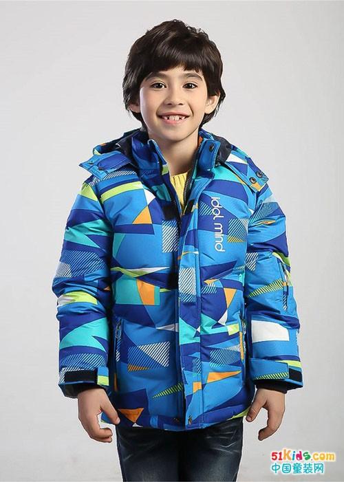 想在冬天中大胆游走,先来件小神童羽绒服保暖吧!