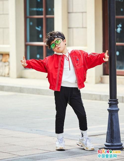 拉斐贝贝童装 装扮童年的多姿多彩