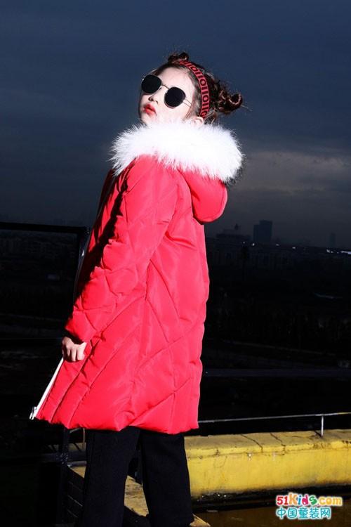 叮当猫童装:过年了,美丽的中国红穿起来