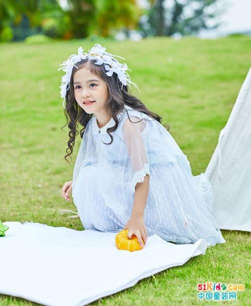 叽叽哇哇童装 彰显时尚与经典结合的完美个性