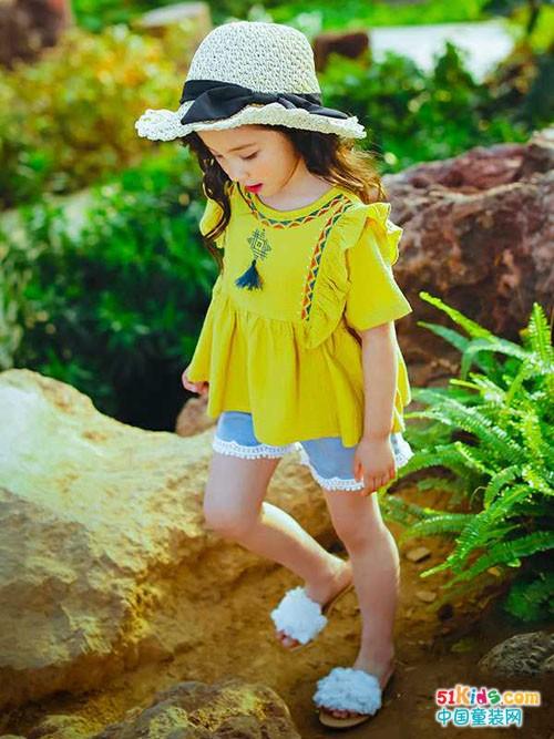 小神童品牌童装演绎着快乐无比的时光