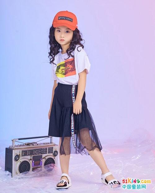 西瓜王子童装 最亮丽的时尚运动风