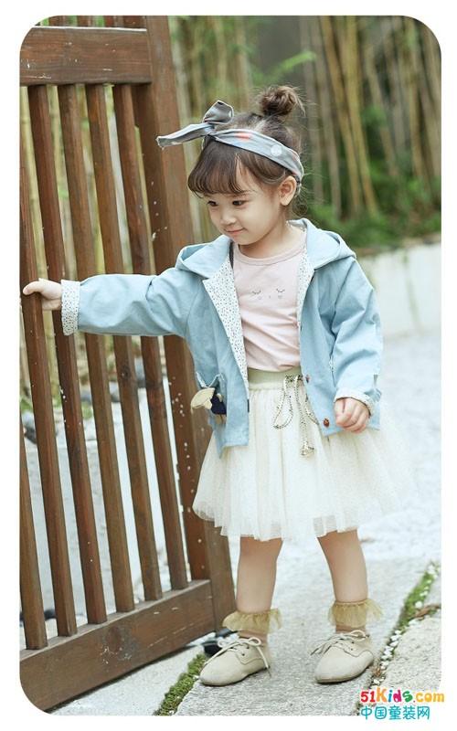 维尼叮当童装 一款时尚连衣裙尽显公主可爱范
