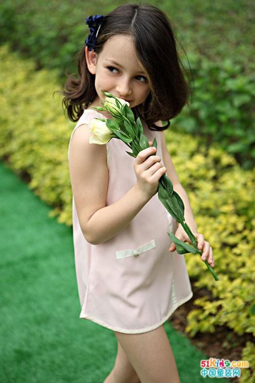 伊顿风尚童装 传承经典融合时尚