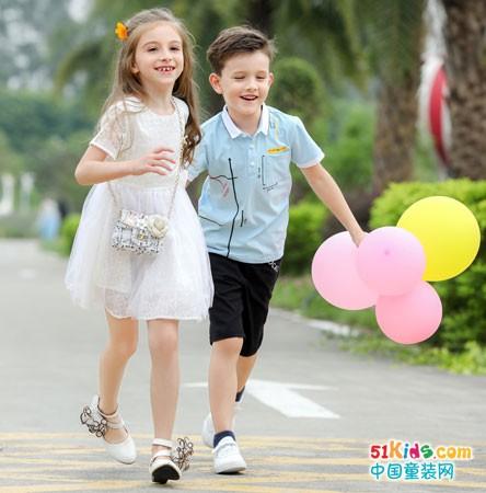 品牌折扣童装,在夏日里寻找快乐的童年时光