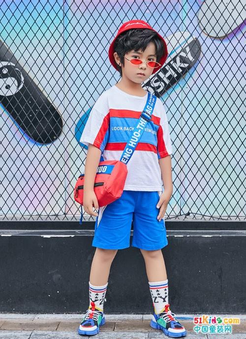 叽叽哇哇童装 展现多彩的时尚运动风格
