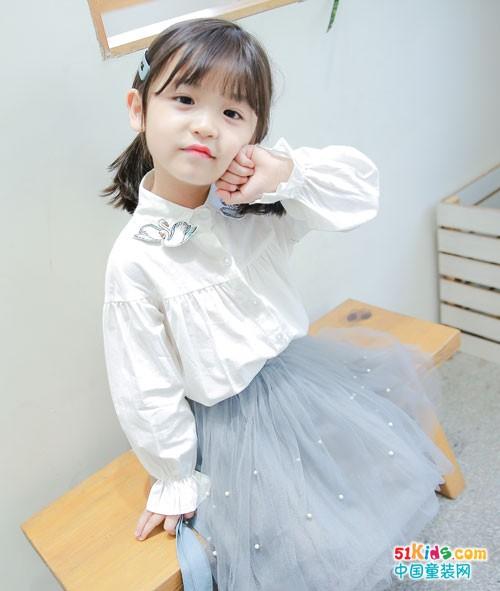 穿上童话印记童装 变身可爱小迷妹