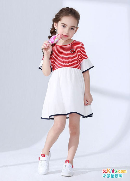 精美质感的夏季款式中,有一款属于杰米兰帝童装
