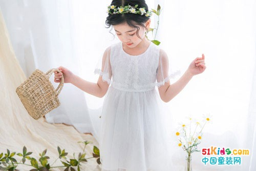 快乐精灵童装 感受夏日的美丽和清凉