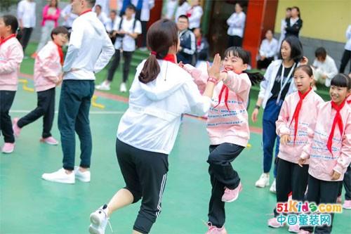 用爱灿烂孩子们纯真笑容,用行动点亮孩子们光明未来
