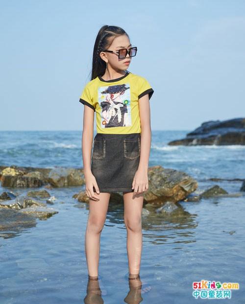 欣赏大海风景 就穿拉斐贝贝童装