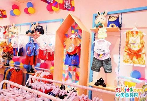 恭喜崔女士芭乐兔童装加盟店人满为患大开业!