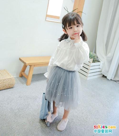 小迷妹可爱萌趣 只因为穿了一身童话印记童装