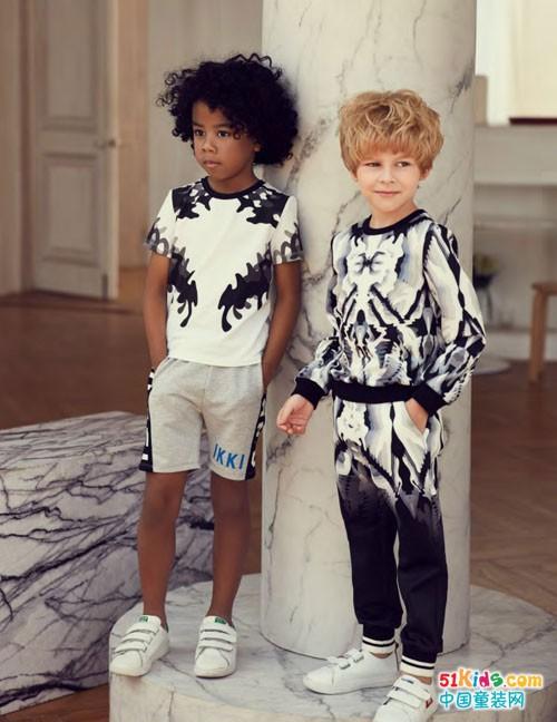 IKKI安娜与艾伦童装 简约色彩就是帅气