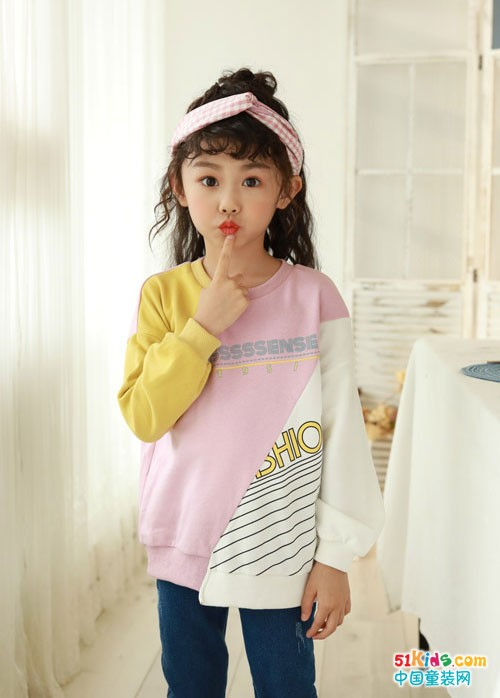 西瓜王子童装 自信甜美的穿搭风格