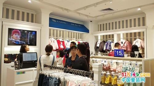 英伦风格的伊顿童装品牌直营店如何引导客户进店?