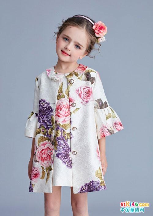 IKKI安娜与艾伦童装 像花儿一般美丽的绽放