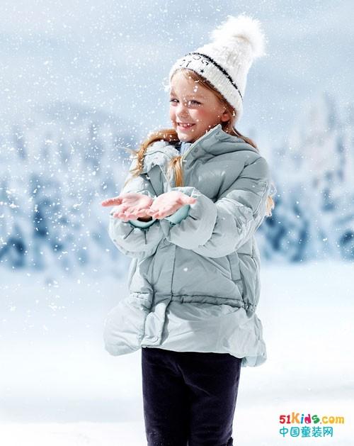 青蛙王子童装 绒袄和白雪相配是最美的风景