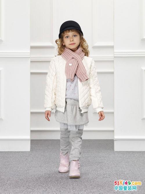安娜与艾伦童装 感受那一份暖暖的爱意