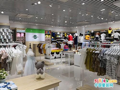 """拉斐贝贝童装店加盟,在众多品牌中一眼相中""""TA""""的模样"""