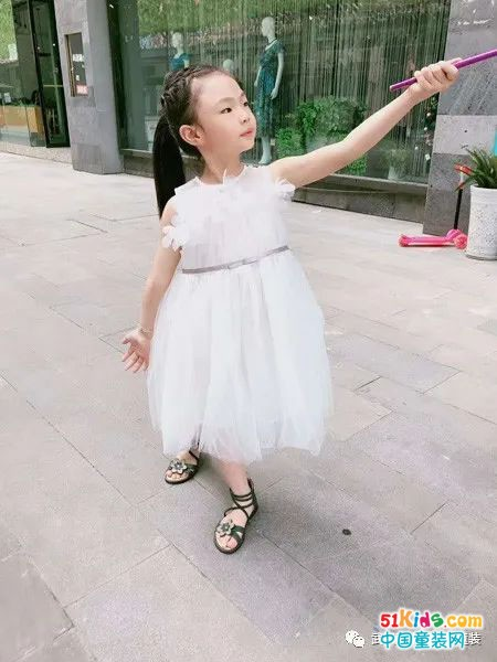更显气质的可米芽连衣裙,只为给予孩子自然成长