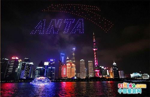 北京冬奥特许商品发布会,安踏冬奥国旗款儿童版秀翻上海滩