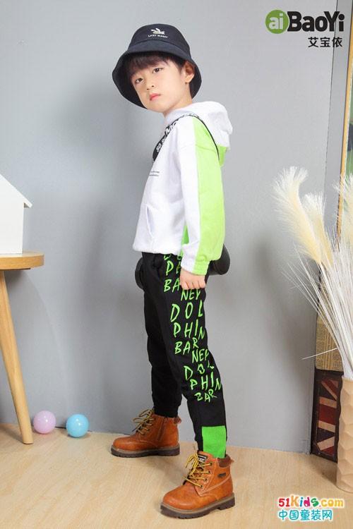艾宝依童装2020秋季新品 穿着新装上学去