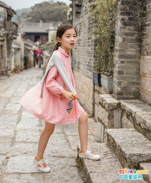拥有棉绘童装的假日,尽情感受自然艺术之美
