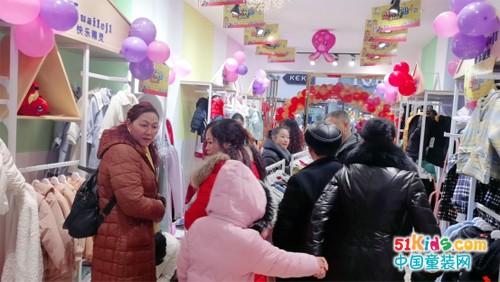 快樂精靈童裝加盟店開業火爆業績破萬!