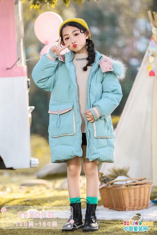 冬季必备羽绒服,1+2=3童装颜色温暖且好穿