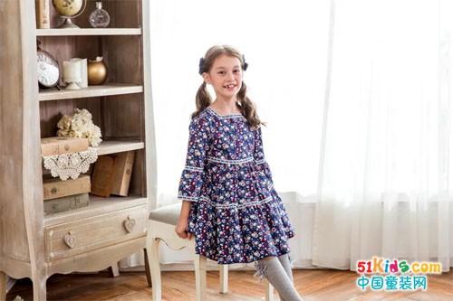 換上這條裙子,一起漫步格拉納達吧