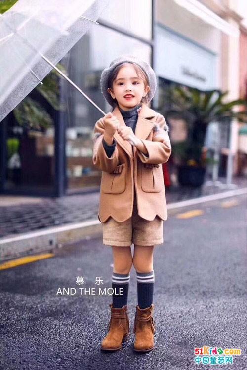 萌宝宝教你在冬季怎样出彩穿搭才不会显得笨重?