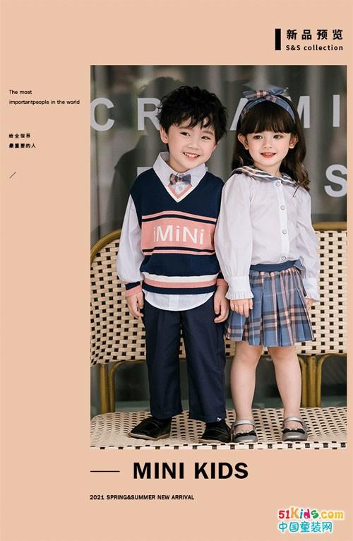 两个小朋友童装 亮色格纹重塑学院风经典