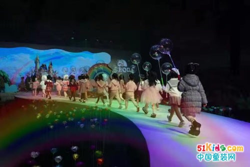 彩虹之约,布拉吉之梦——小象Q比2021秋冬新品发布会暨订货会盛大开幕